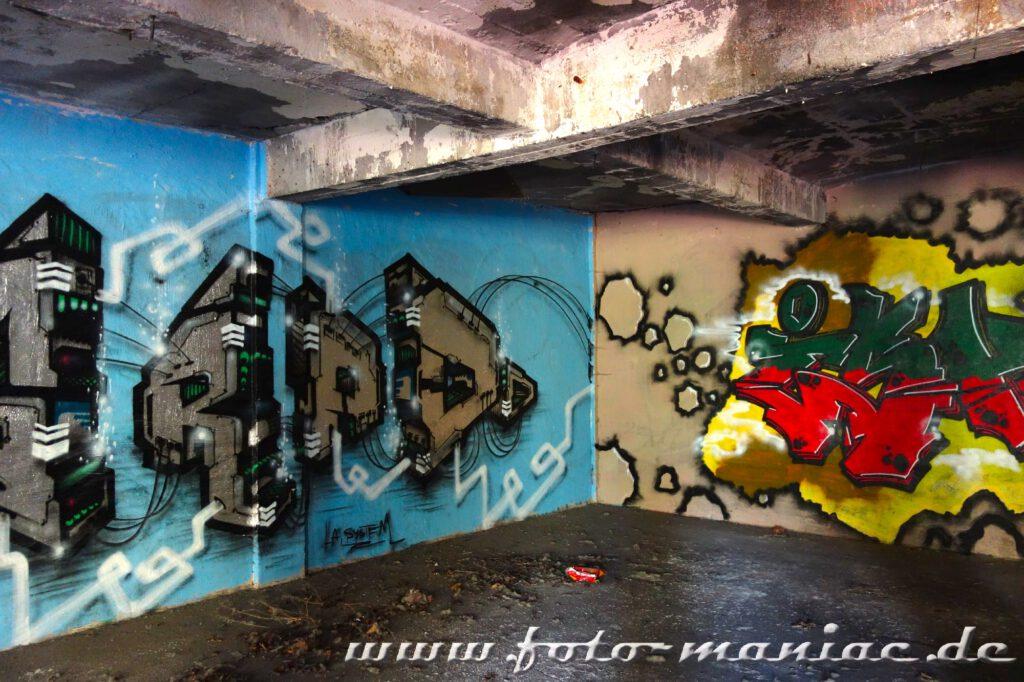 Wände mit Graffiti besprüht