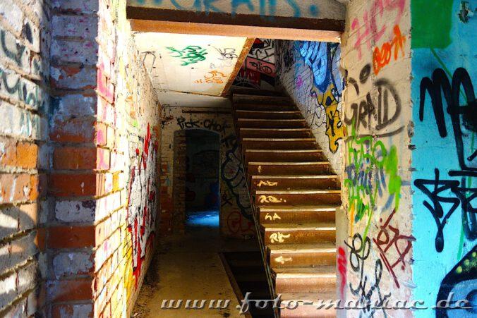Treppe in der verlassenen Spritfabrik in Halle ohne Geländer