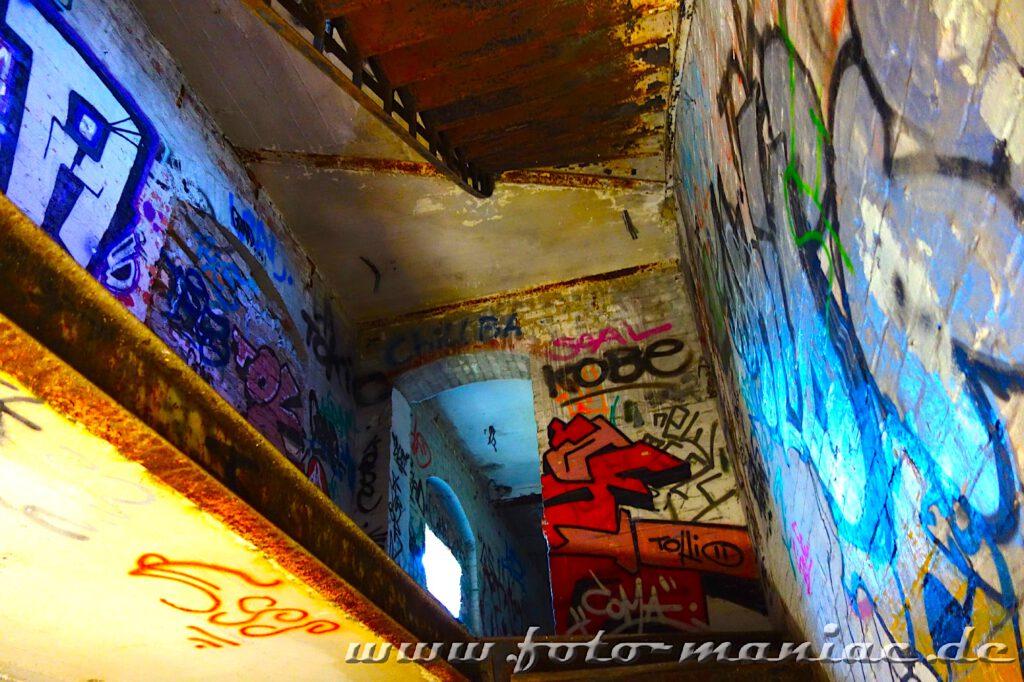 Blick vom Treppenaufgang in der verlassenen Spritfabrik in Halle nach oben
