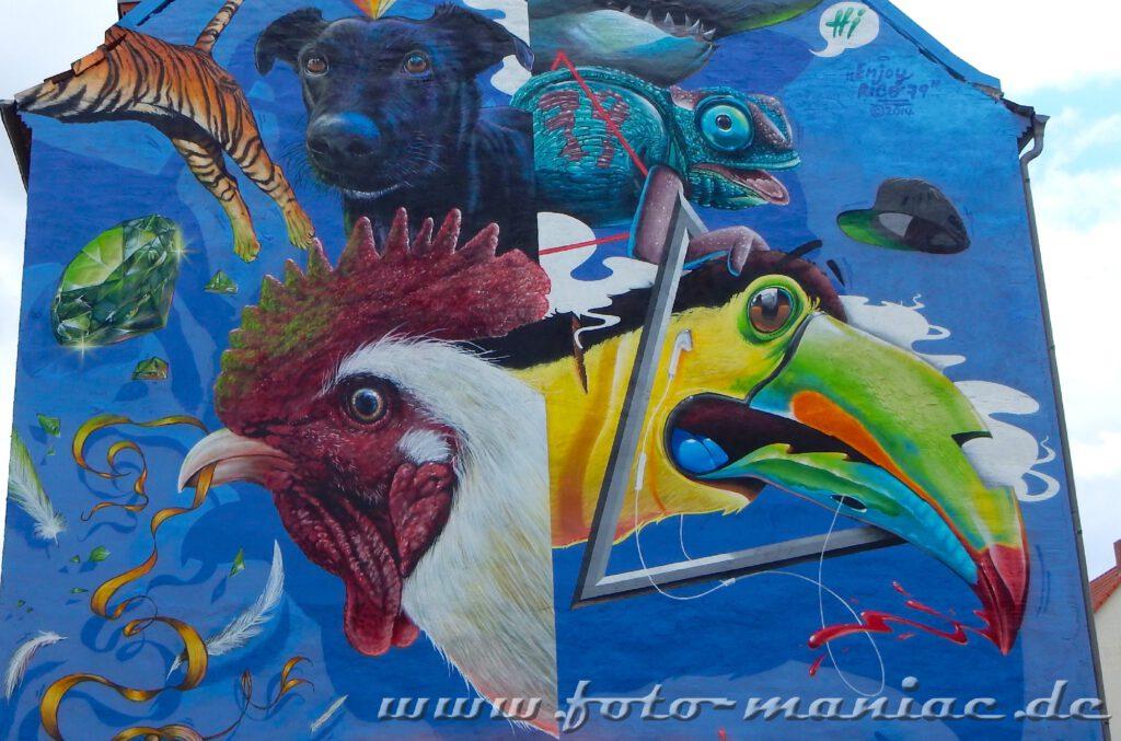 Graffiti-Tierporträts auf einer Fassade in Halle