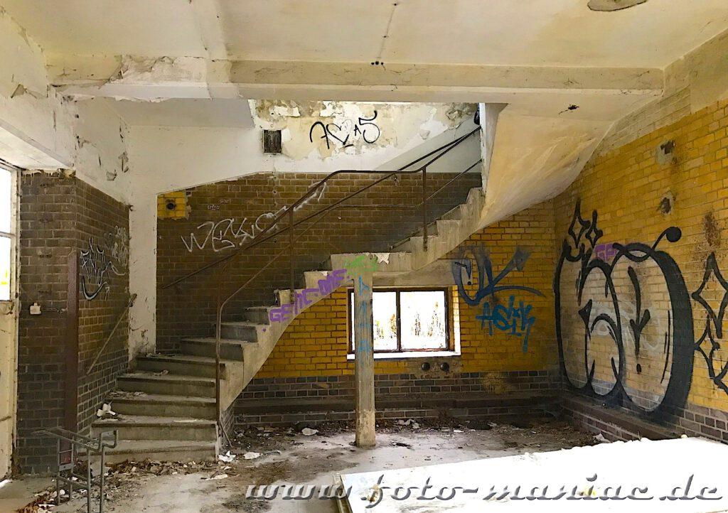 Geschwungene Treppe in verlassener Brauerei Sternburg