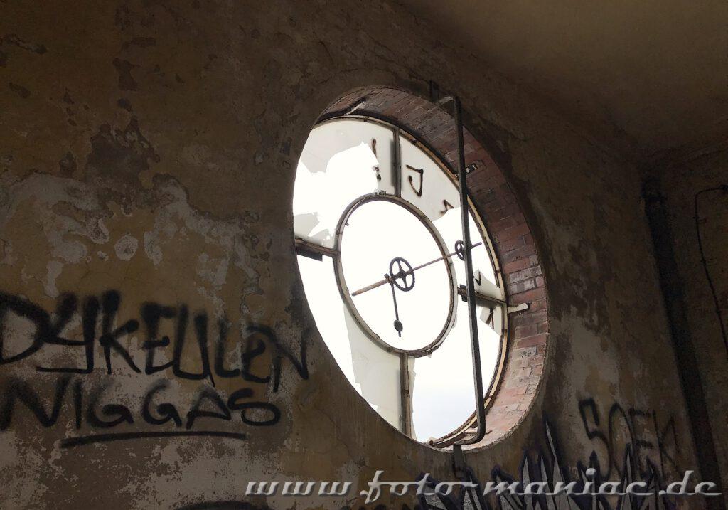 Reste einer Turmuhr in der verlassenen Brauerei Sternburg