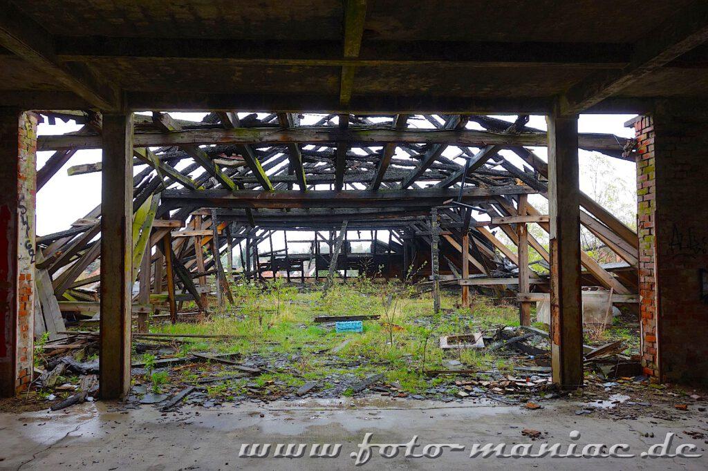 Blick ins Dachgeschoss der Brauerei, das vom Feuer zerstört wurde