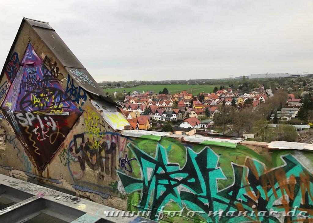 Blick vom Dach der verlassenen Brauerei auf die Häuser von Lützschena