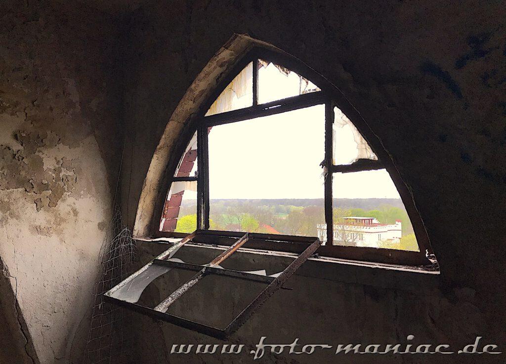 Kaputtes Fenster im Dachgeschoss