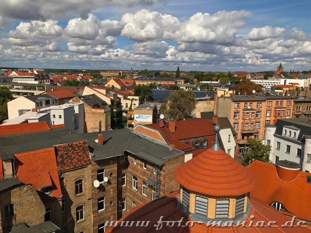 Blick vom Stadtbad-Turm über die Dächer von Halle