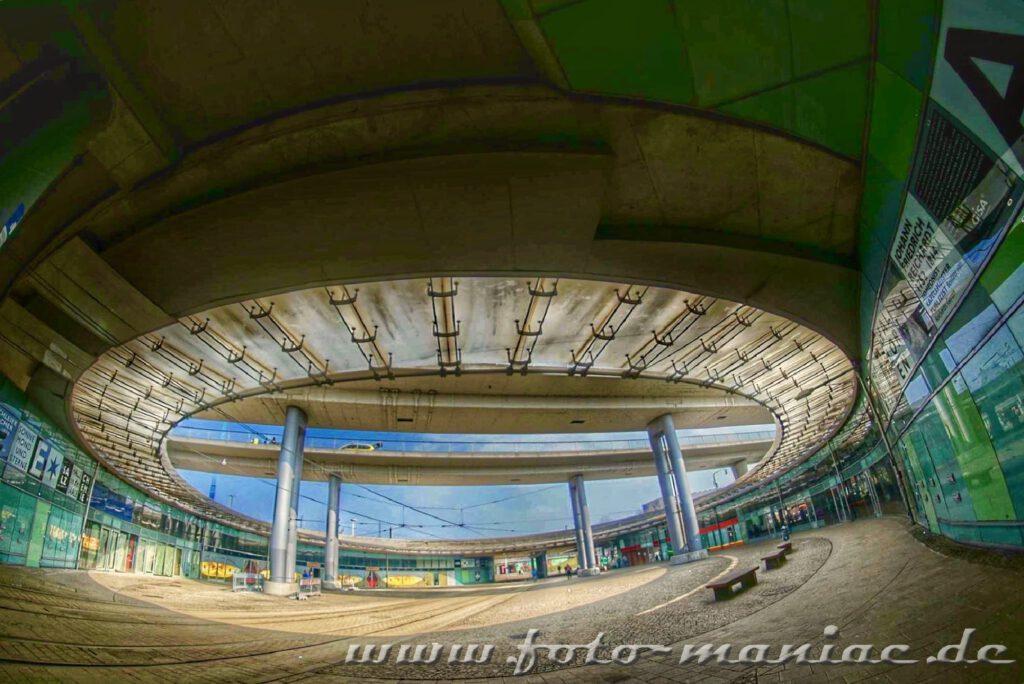 Das Rondell auf dem Riebeckplatz in Blickrichtung Hauptbahnhof gehört zu den fotogenen Ecken in Halle