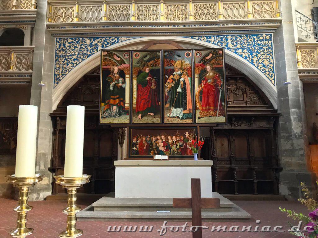 Der von Cranach d.Ä. entworfene Altar in den Marktkirche gehört zu den fotogenen Ecken in Halle