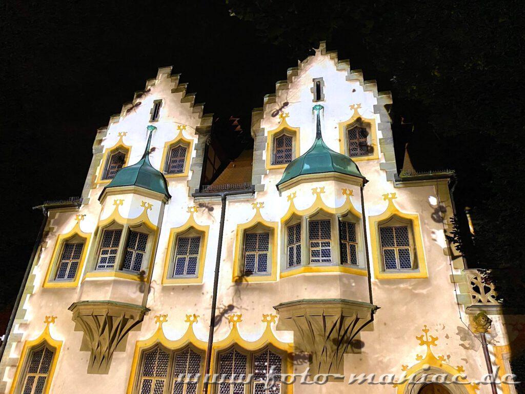 Beleuchtete Gebäude der Moritzburg