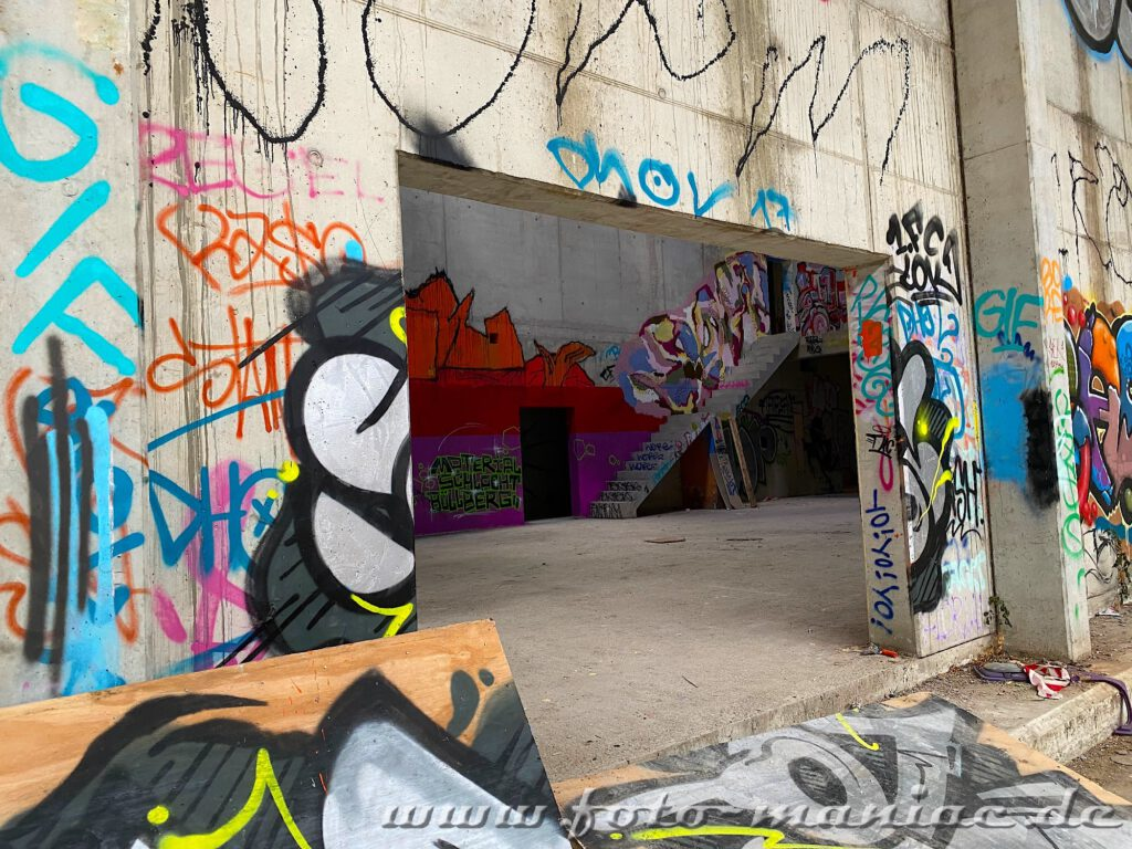 Graffiti-Wände in Turnhalle