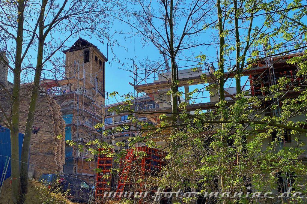 Blick auf abgerissene Gebäudeteile der maroden Freyberg-Brauerei in Halle