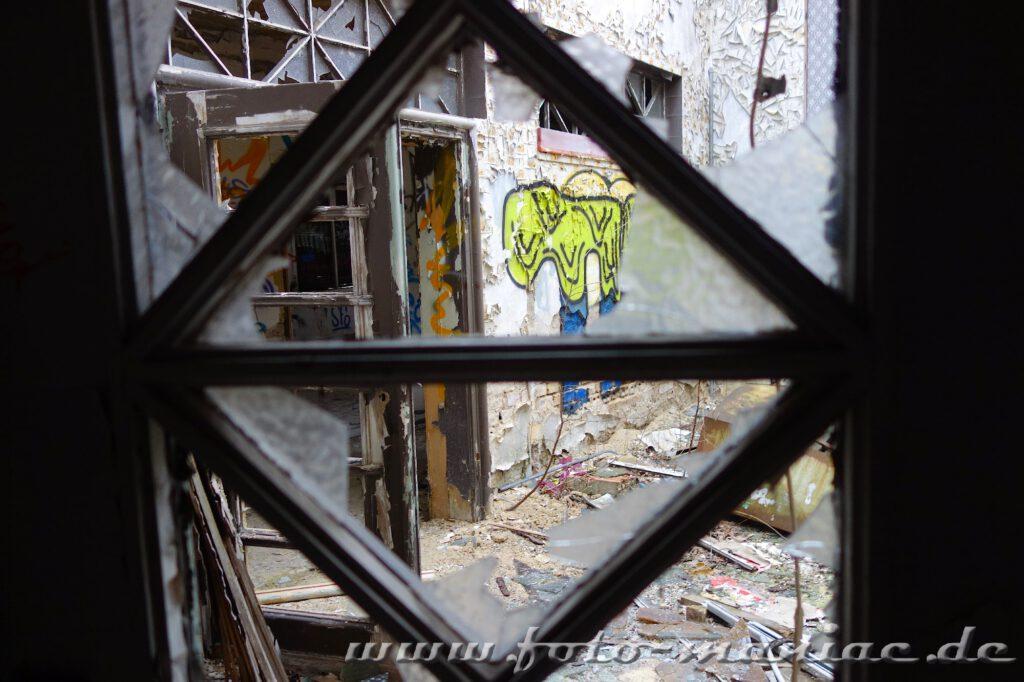 Zersplitterte Fensterscheiben