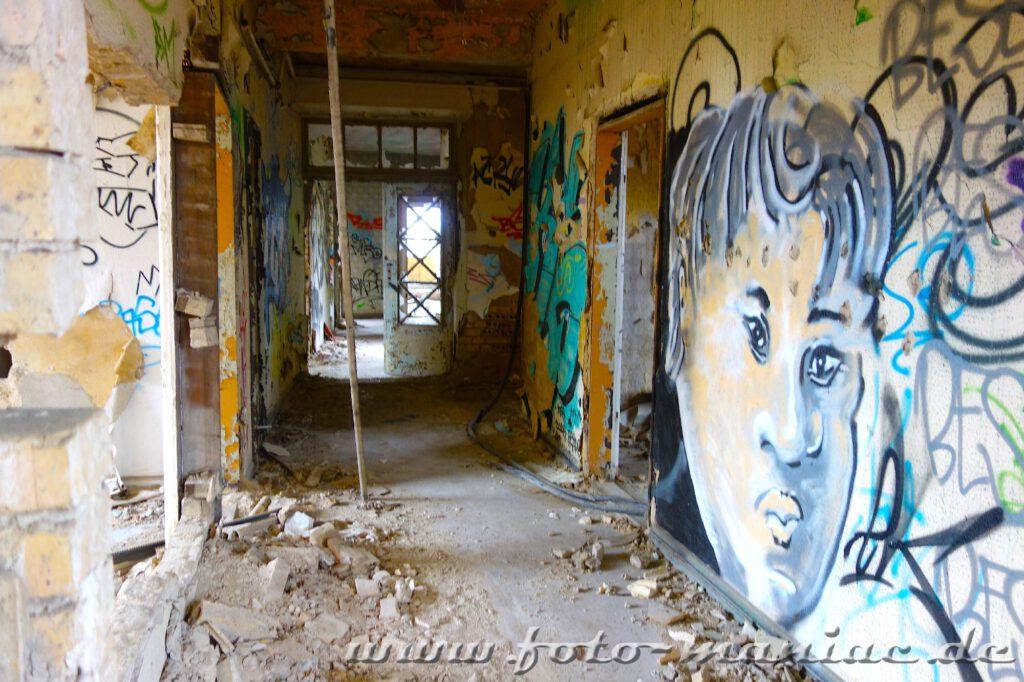 Graffiti im Bürogebäude der maroden Freyberg Brauerei