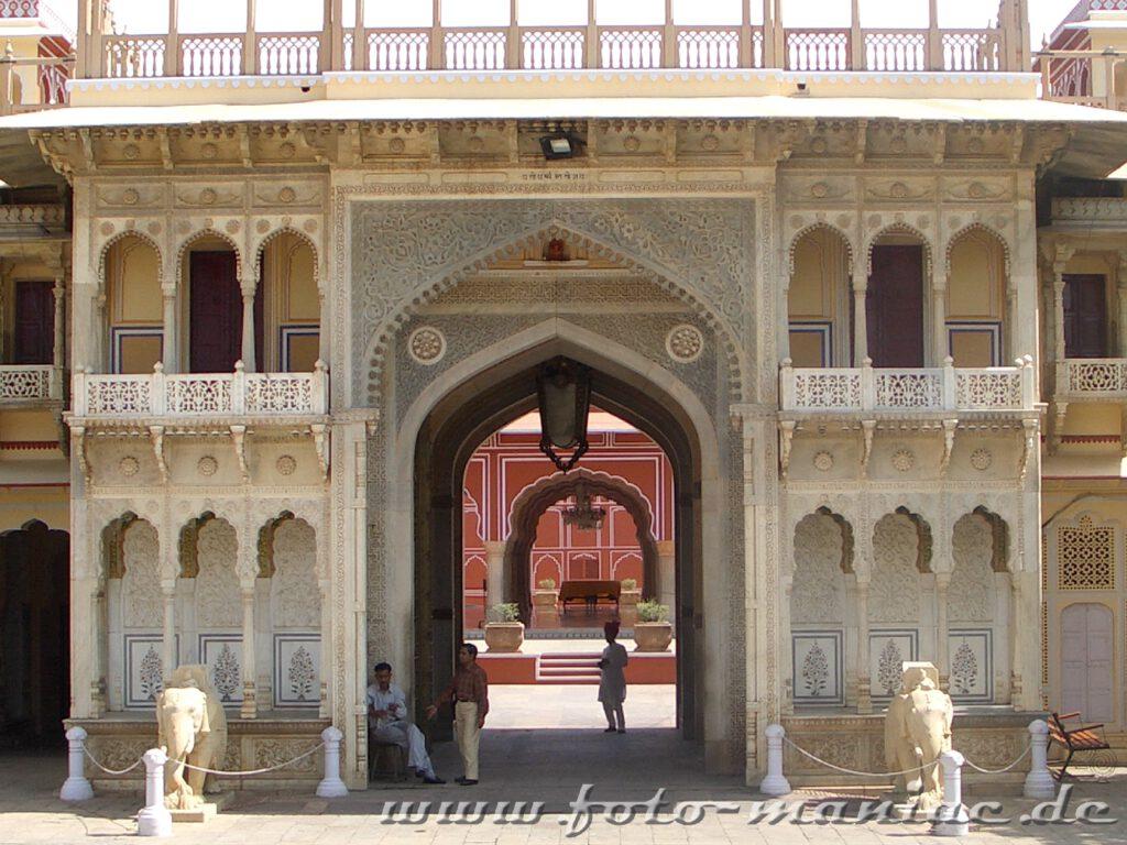 Eingang zum Stadtpalast in Jaipur