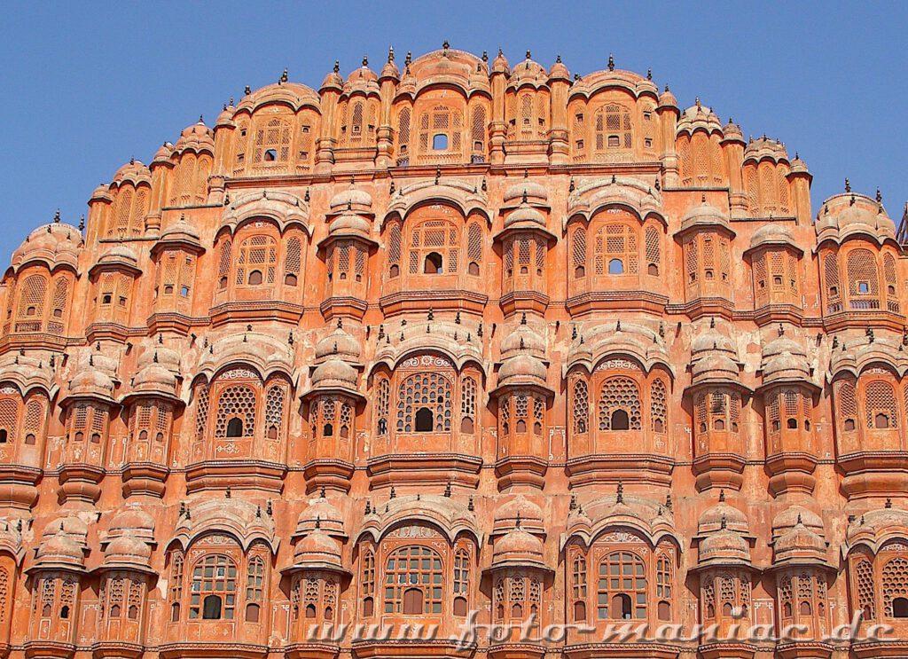 Auf der Bustour durch Indien kommt man am Palast der Winde vorbei
