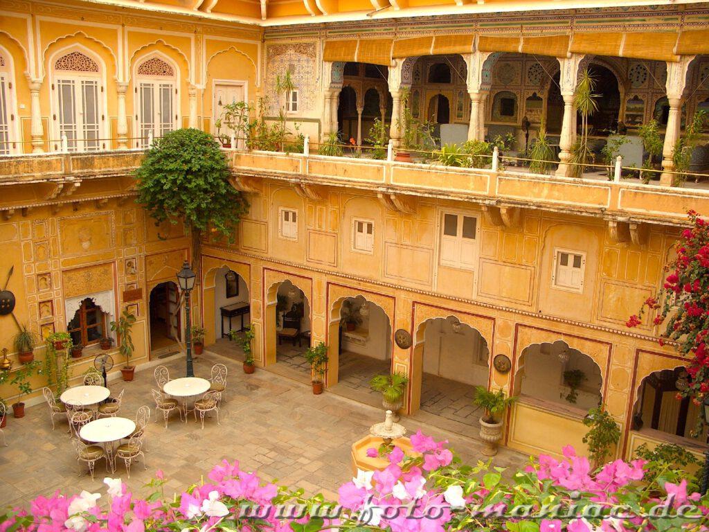 Während der Bustour durch Indien wird in einem Palasthotel übernachtet