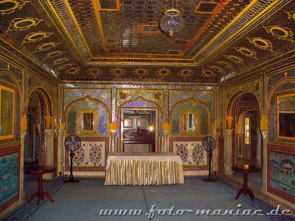 Während der Bustour durch Indien Übernachtung in einem Palasthotel