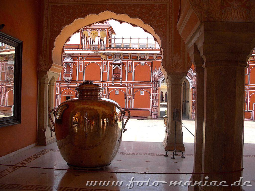 Stadtpalast von Jaipur - eine Station der Busreise durch Indien