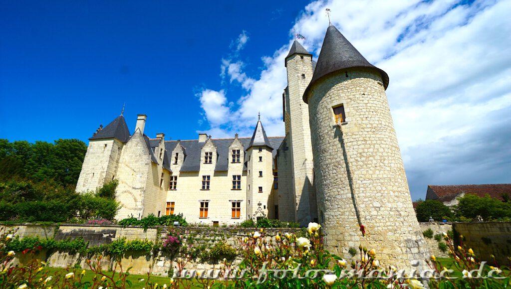 Der Zopf von Rapunzel hängt am Turm des märchenhaften Chateau Rivau