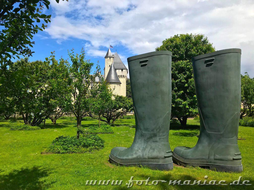 Riesen-Gummistiefel im märchenhaften Chateau Rivau