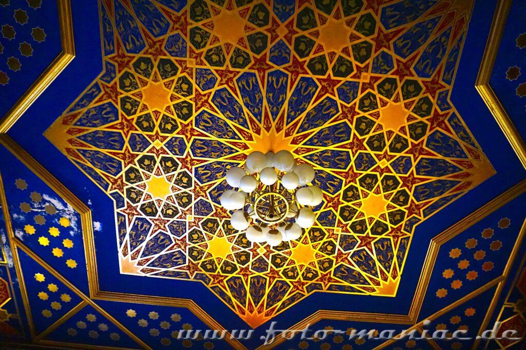 Sternendecke in Gold im prächtigen Stadtbad Leipzig
