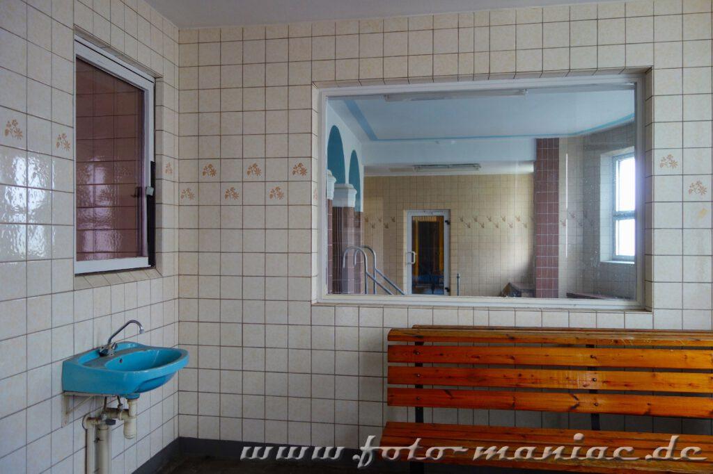 Saunabereich im farbenprächtigen Stadtbad Leipzig