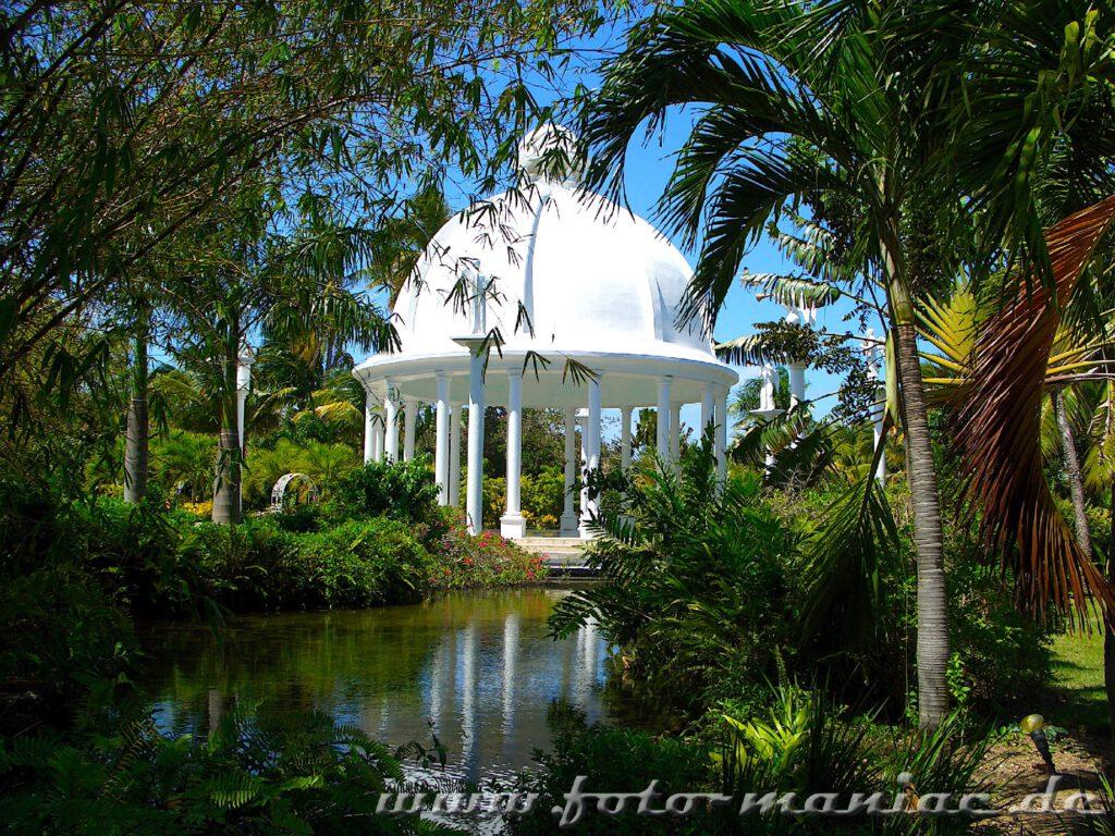 Hochzeitspavillon im Paradies in der Karibik