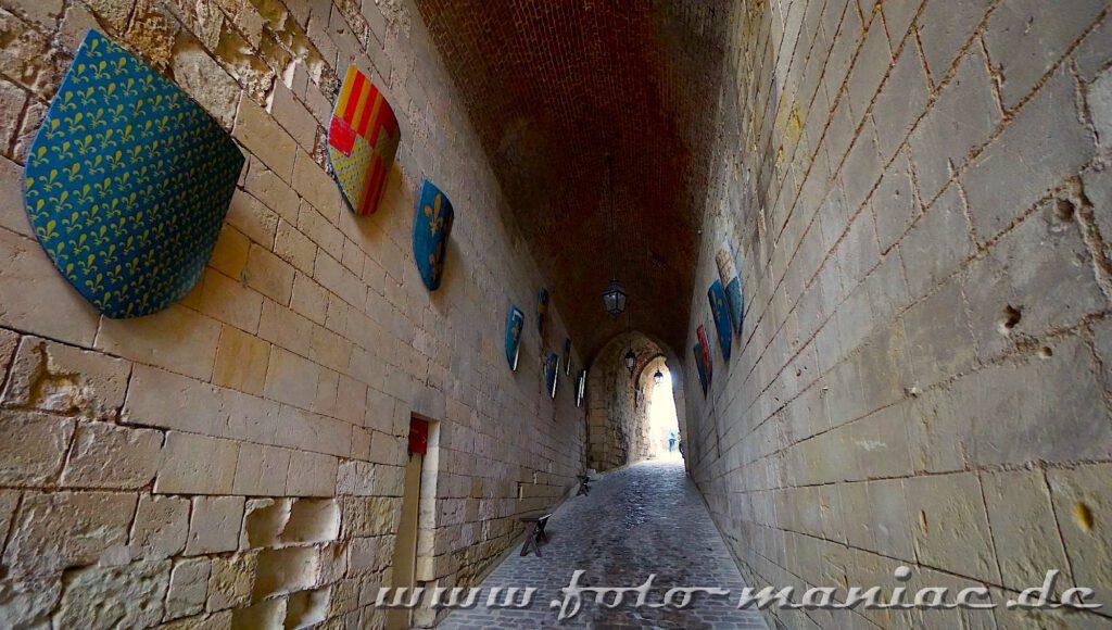 Vor dem Besuch im Schloss Amboise muss man durch diesen schmalen Gang