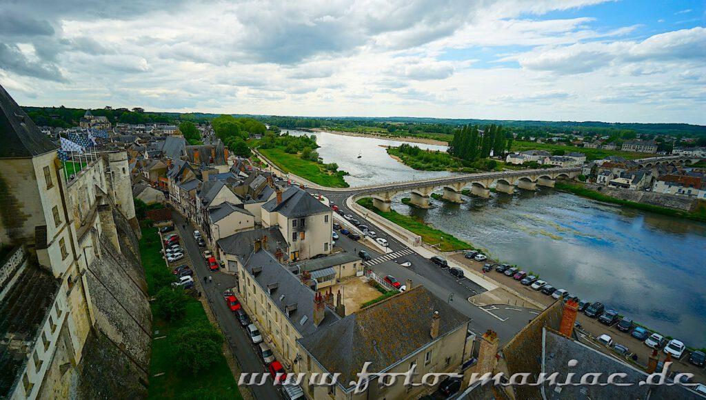 Beim Besuch im Schloss Amboise sieht man die Stadt und die Loire