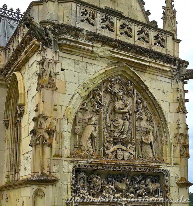 Das schöne Portal der Kirche im Schloss Amboise