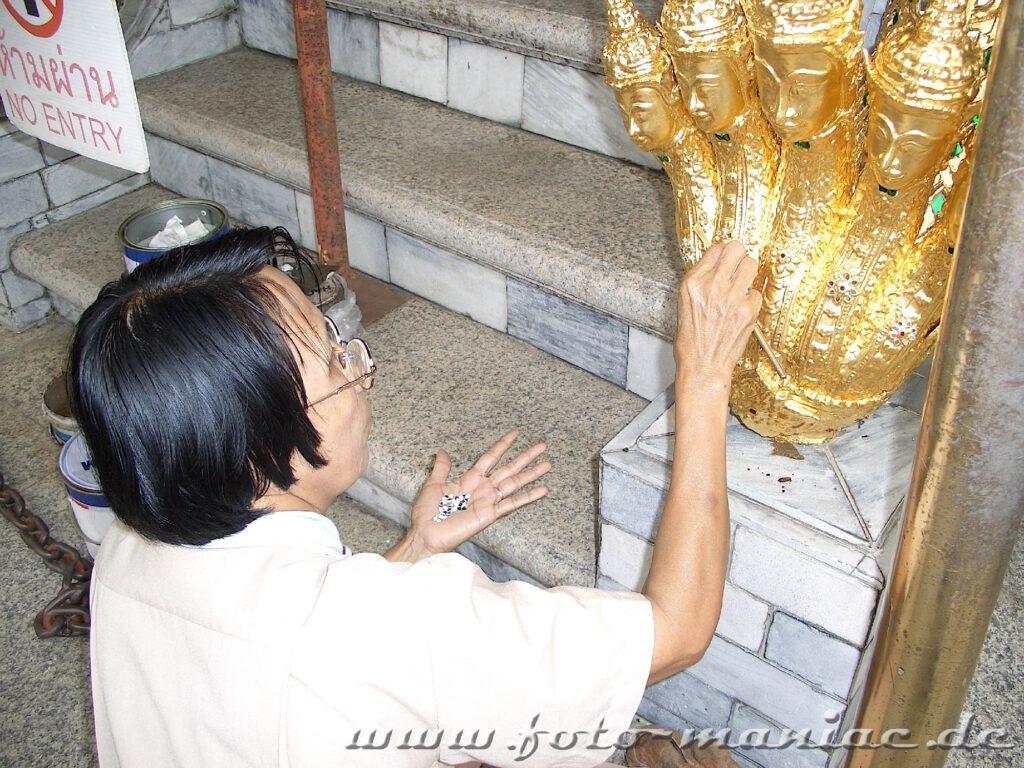 Die zahlreichen Skulpturen müssen regelmäßig ausgebessert werden