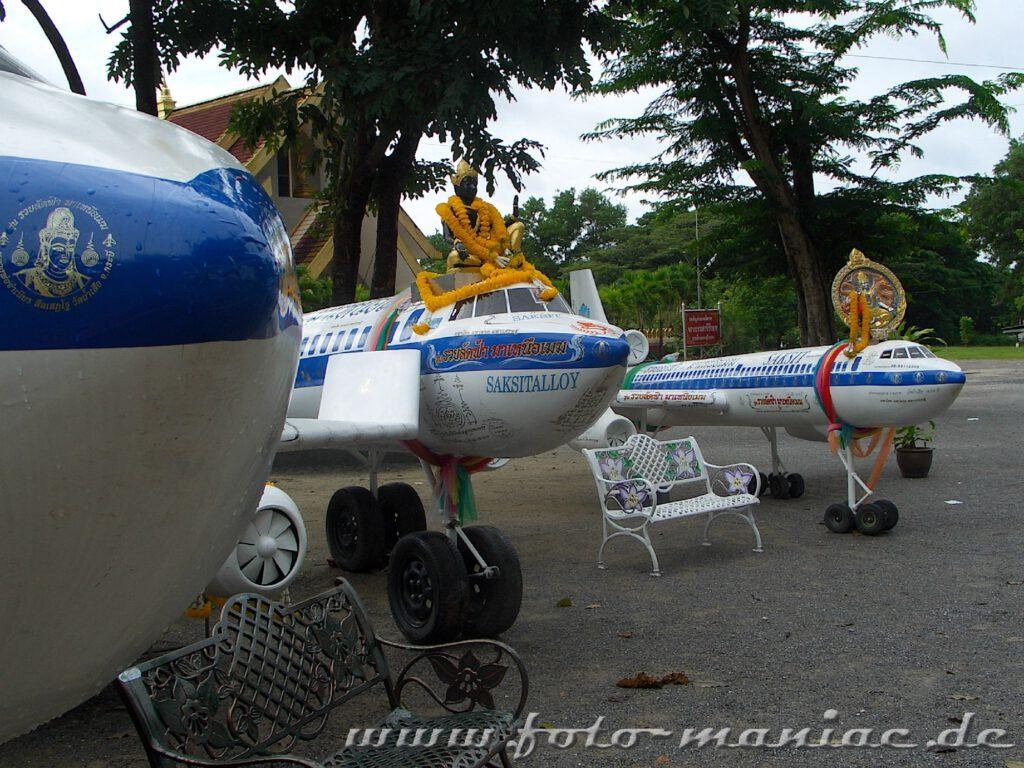 Flugzeugmodelle mit Buddha-Figur