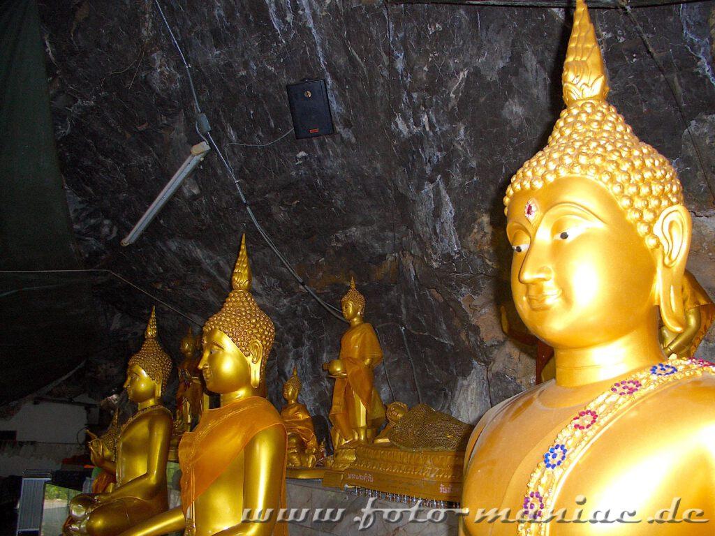 Buddha-Figuren in der Tigerhöhle