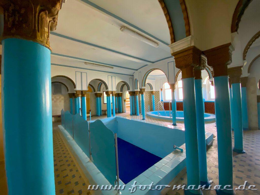 Becken im Saunabereich des prächtigen Stadtbads in Leipzig