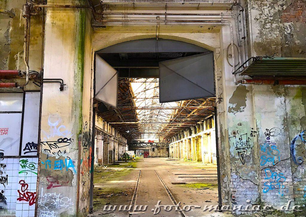 Das verlassene RAW in Halle - die Werkhallen gehen nahtlos ineinander über