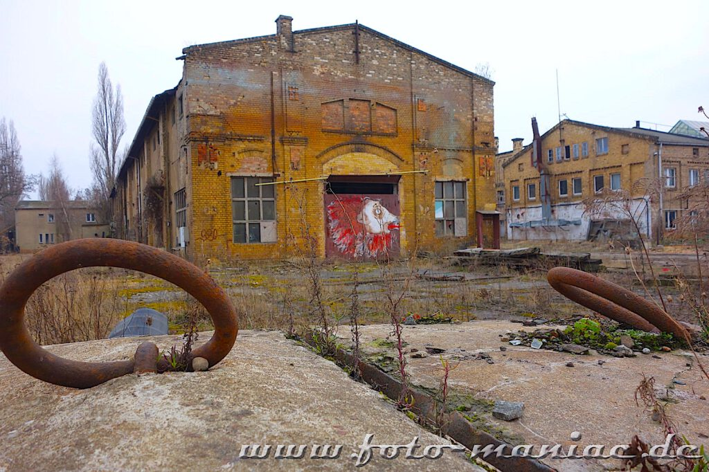 Das verlassene RAW in Halle - marode Werkhalle