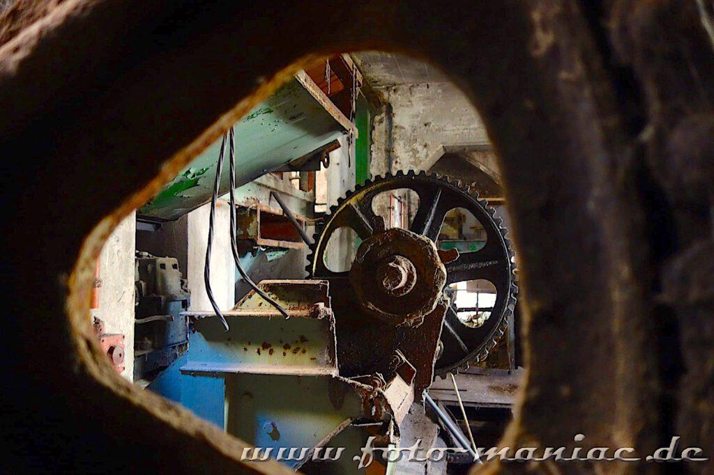 Das verlassene RAW in Halle - Blick auf ein Getriebe