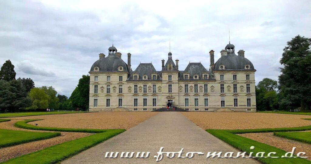 Das reizvolle Chateau Cherny mit seiner harmonischen Fassade