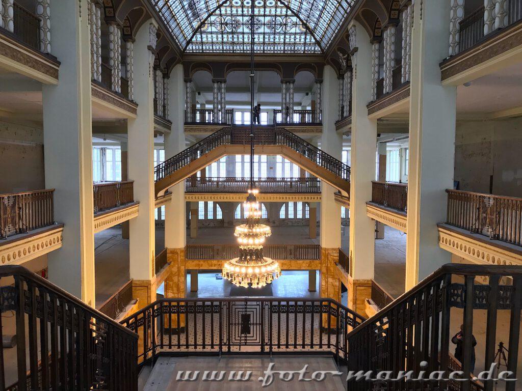 Treppenanlage ins Jugendstilkaufhaus