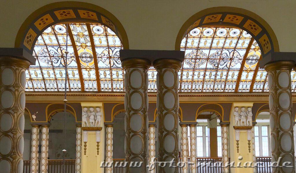 Stöcker-Kaufhaus in Görlitz - buntes Glasdach