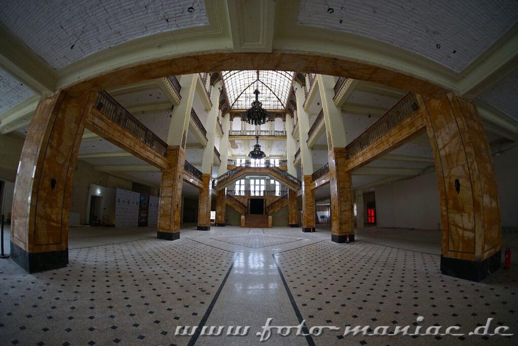 Blick in das Foyer des Stöcker-Kaufhauses