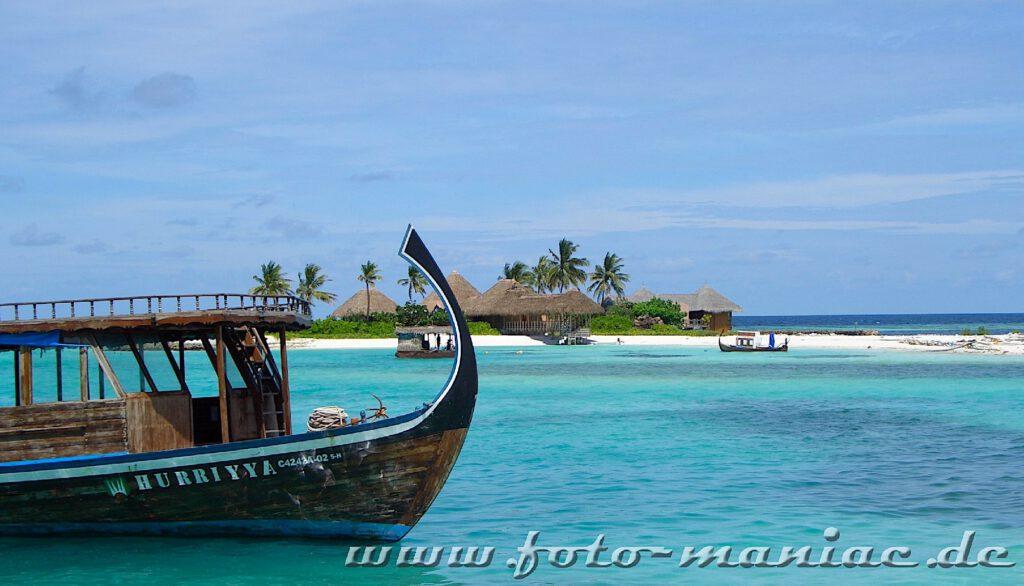 Mit dem Boot geht es auf die Wellness-Insel