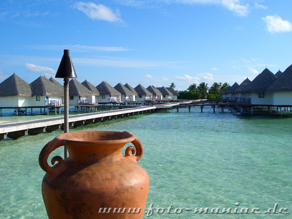 Traumurlaub auf den Malediven - Krug und Bungalows
