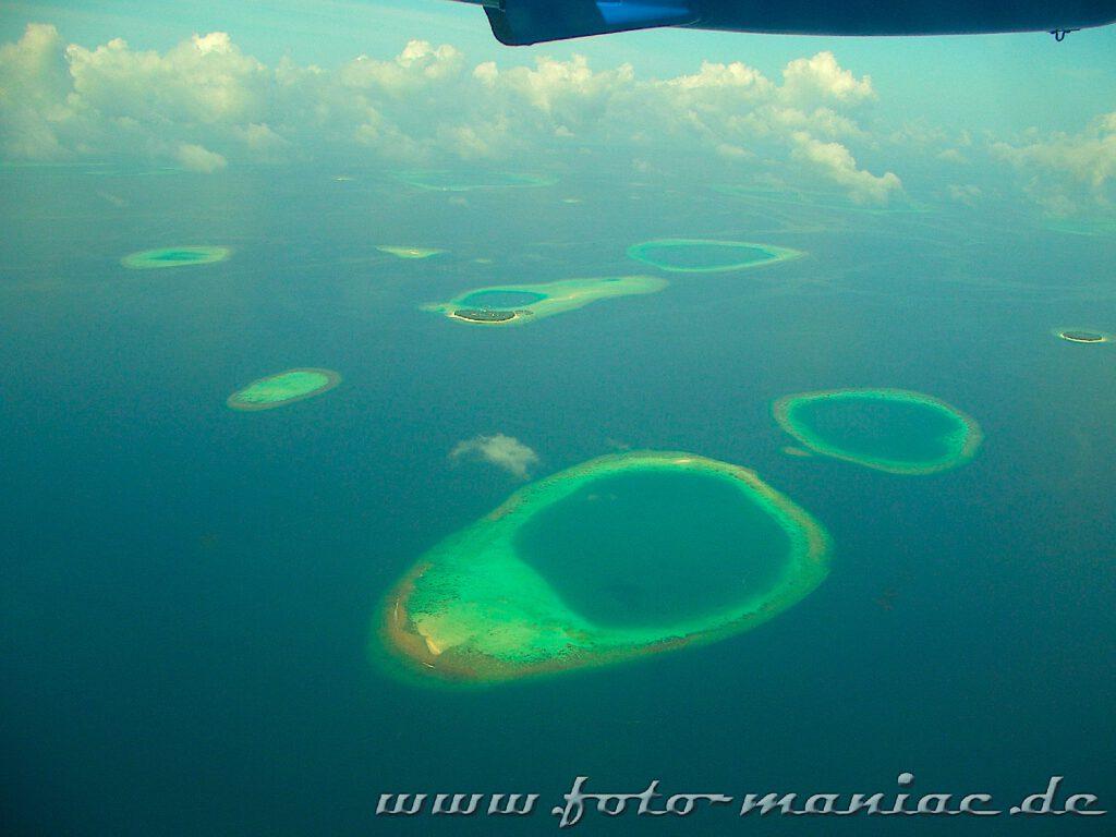 Atolle der Malediven von oben